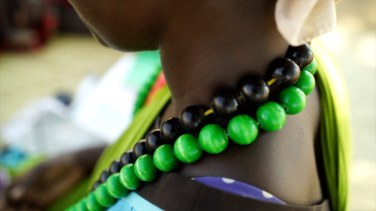 Pneumonia: How a bead necklace is tackling the disease in Kenya