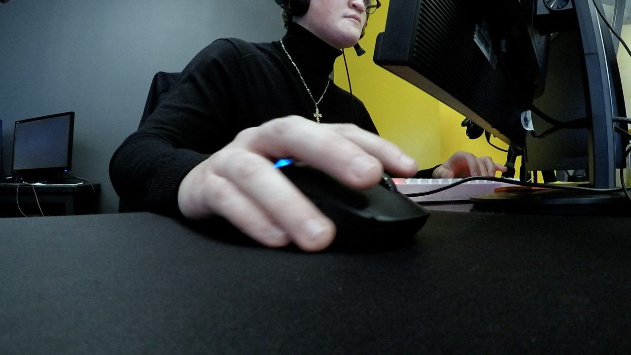 Full university scholarships offered to video gamers in Pennsylvania