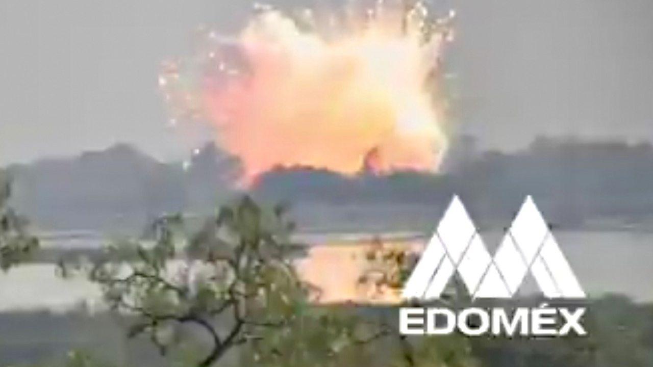 Mexico pyrotechnics warehouse explosion caught on camera