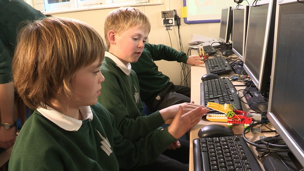 Computing KS1 / KS2: Programming a robot crocodile