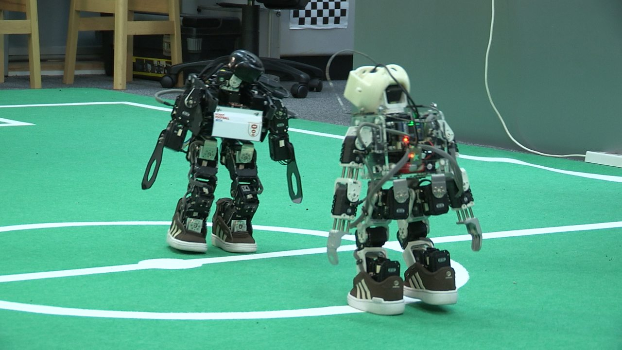 Computing KS1 / KS2: Programming robots to play football