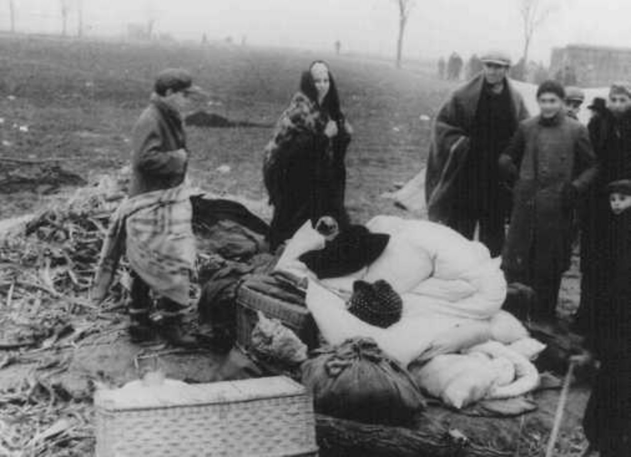 Jewish refugees with their belongings in the Sudetenland.