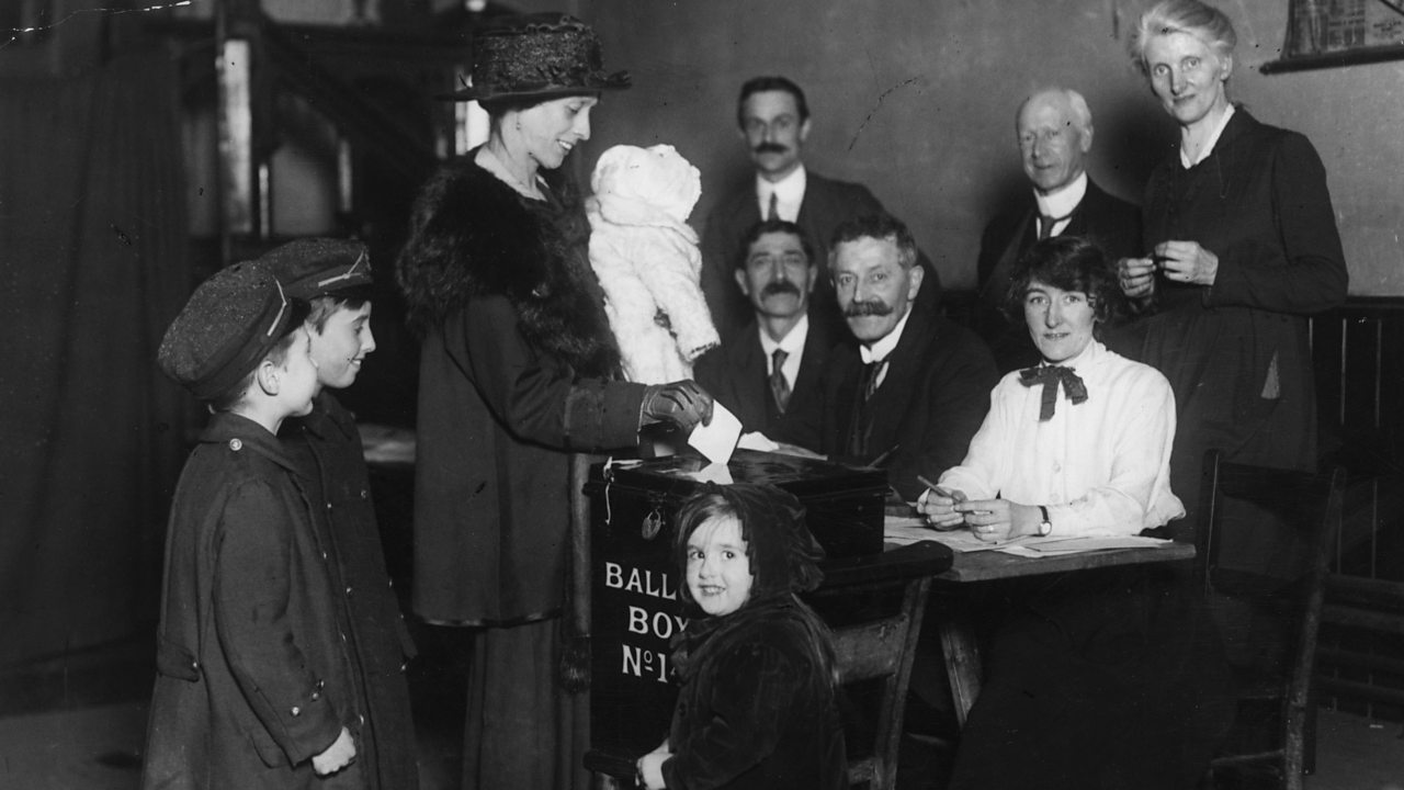 Mother voting in 1918