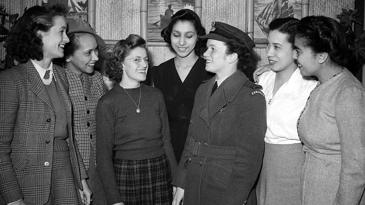 Women working as clerks in World War Two