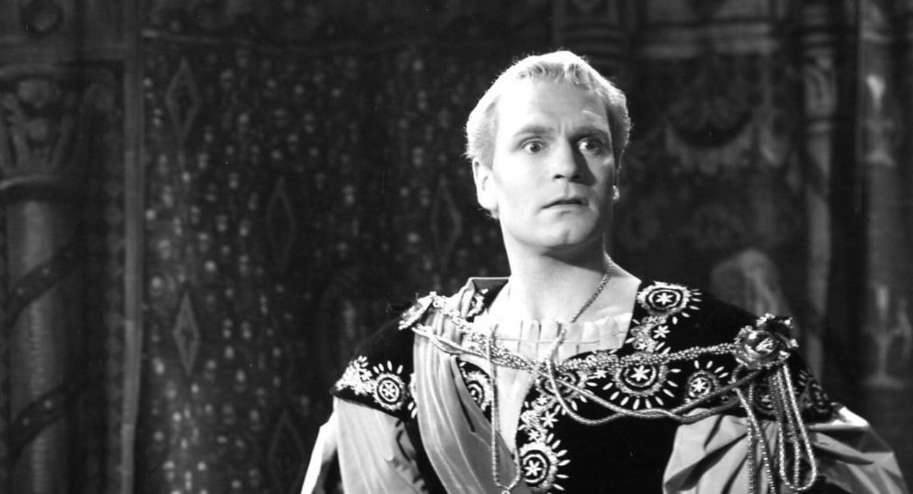 Laurence Olivier as Hamlet in the 1948 film.