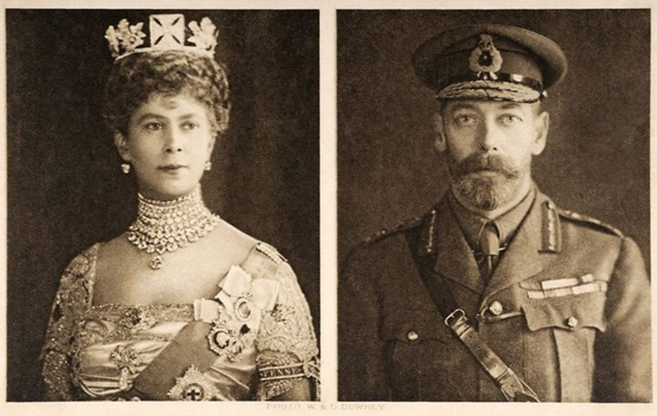 Portraits of Queen Mary and King George V sent to British Armed Forces Christmas 1914