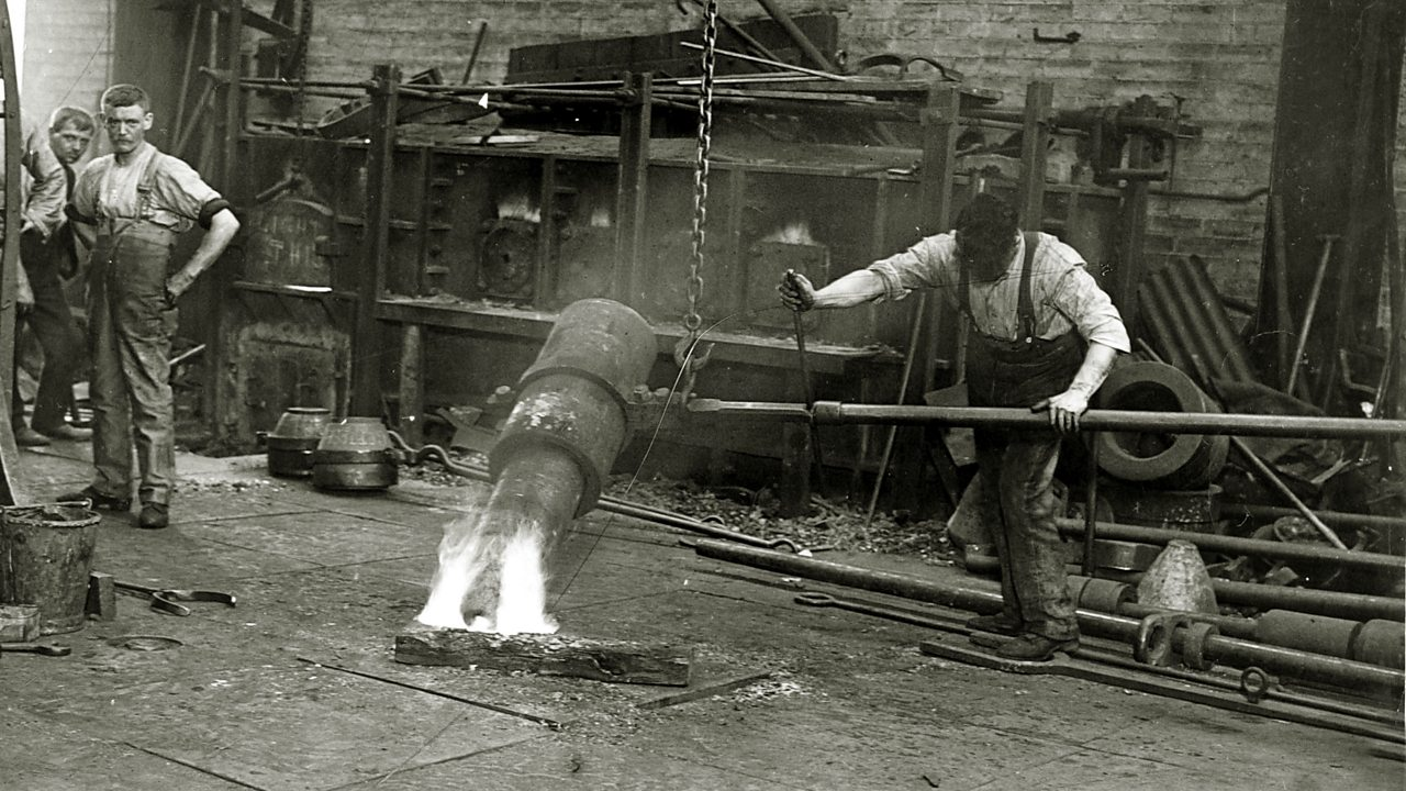 British foundry workers producing shells for the front circa 1917