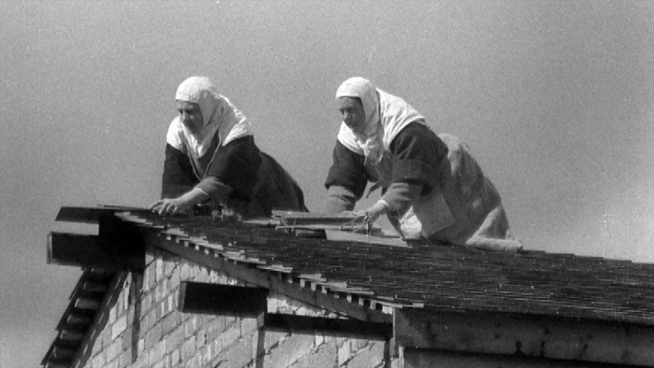 Carmelite nuns build their own chapel, 1954