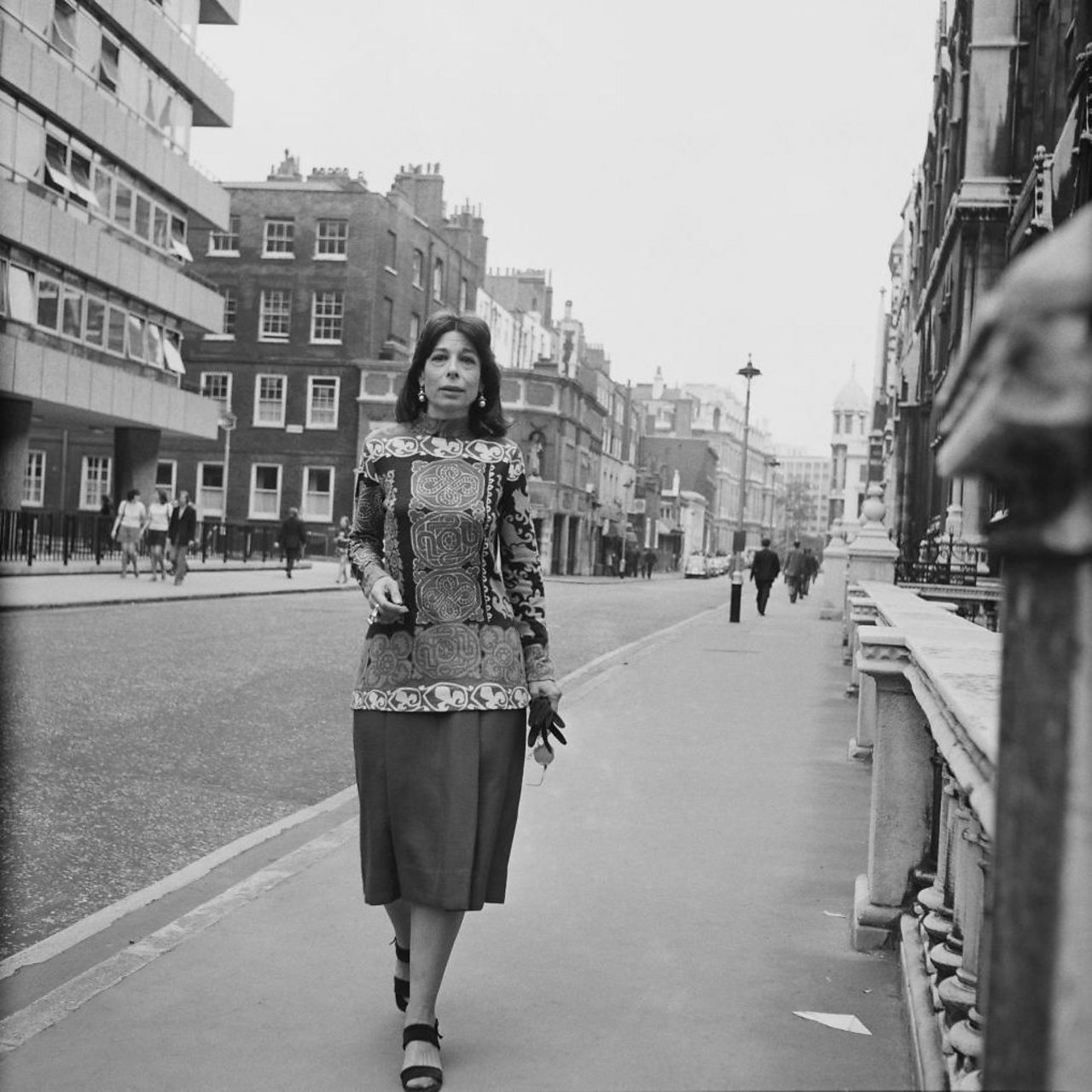 Mitzi Cunliffe walking through London in 1971