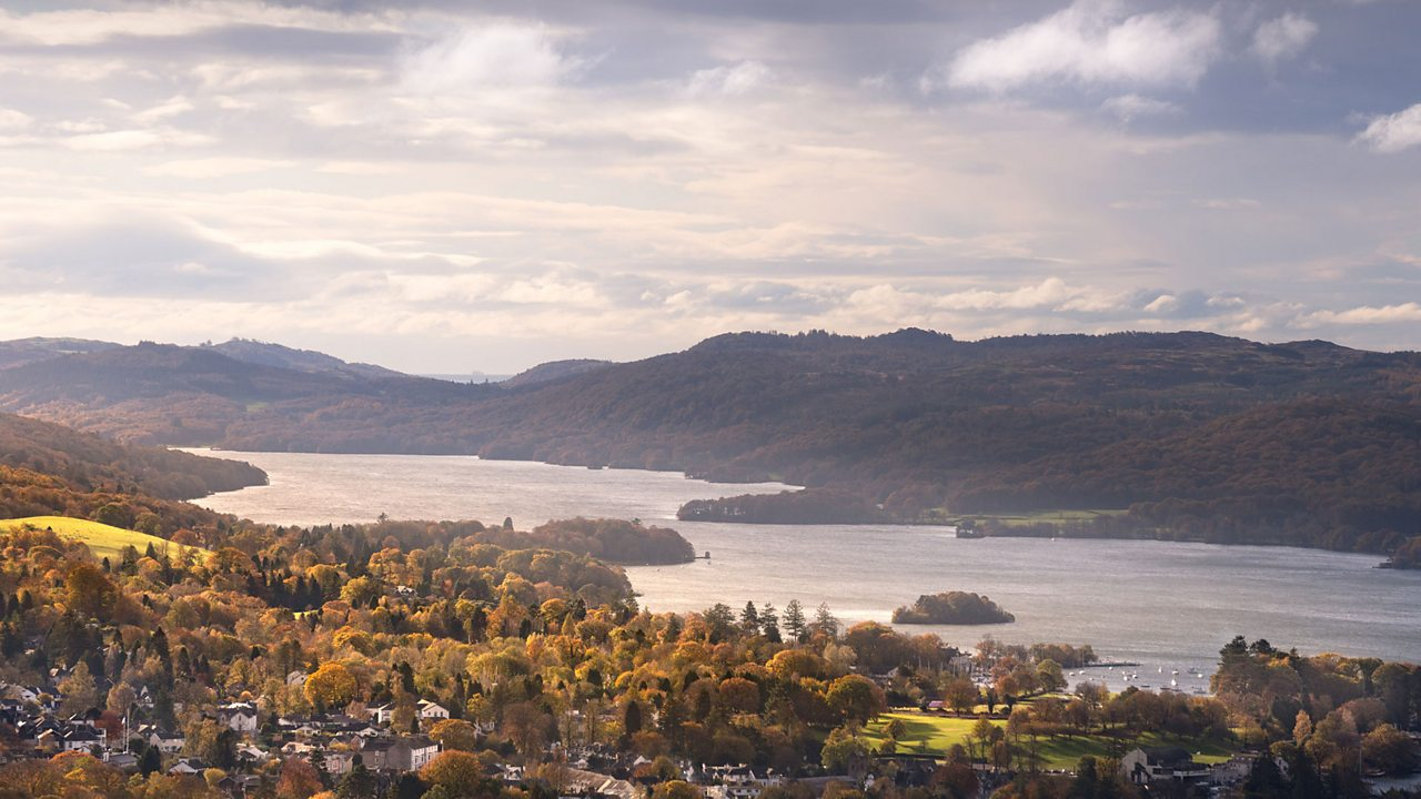 Windermere is the largest lake in England.