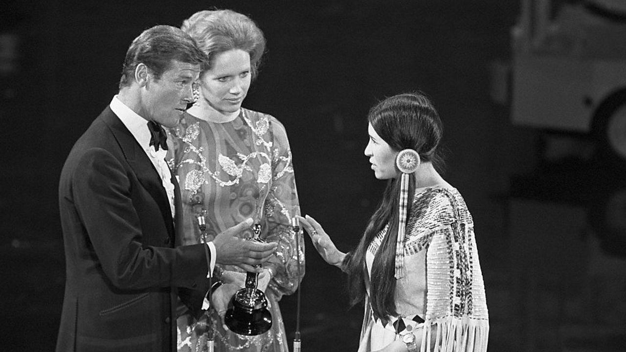 Sacheen Littlefeather refusing Marlon Brando's Oscar