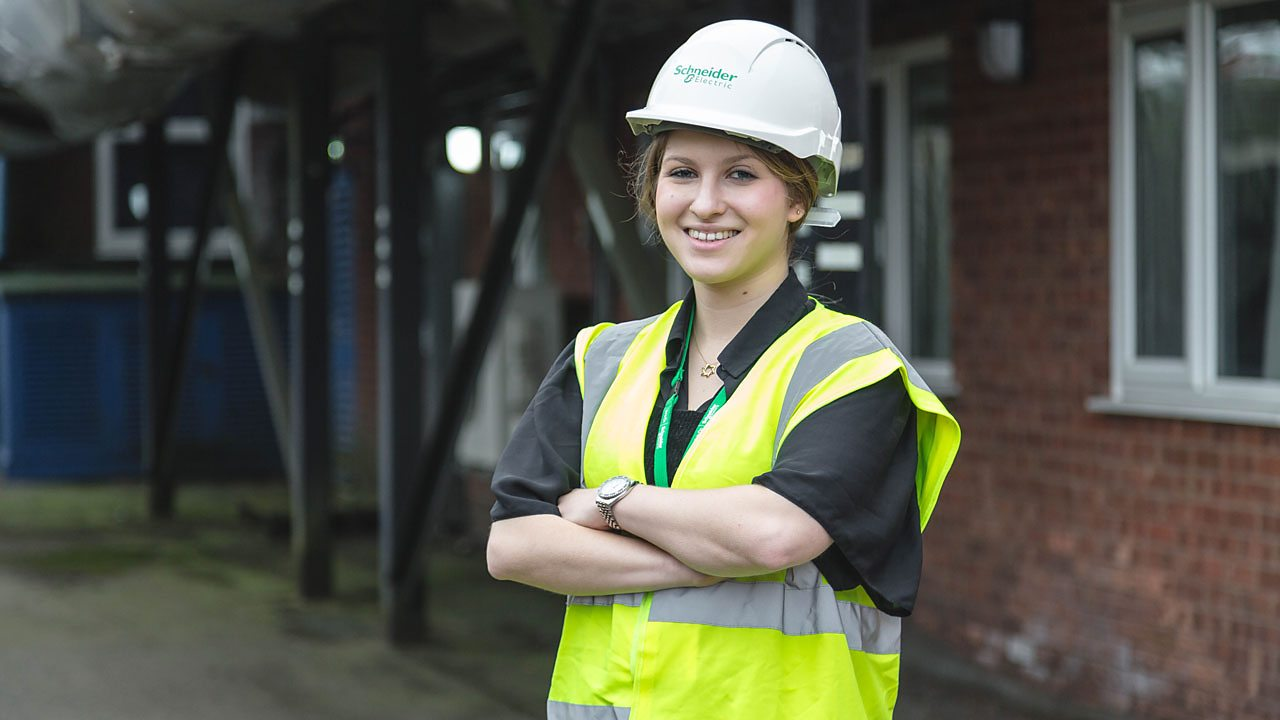 Alice is a trainee engineer at Schneider Electric.