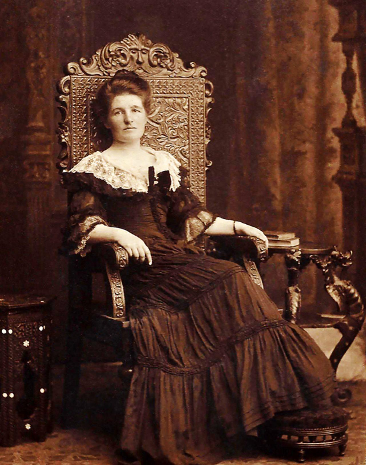 Dr Elizabeth Gould Bell