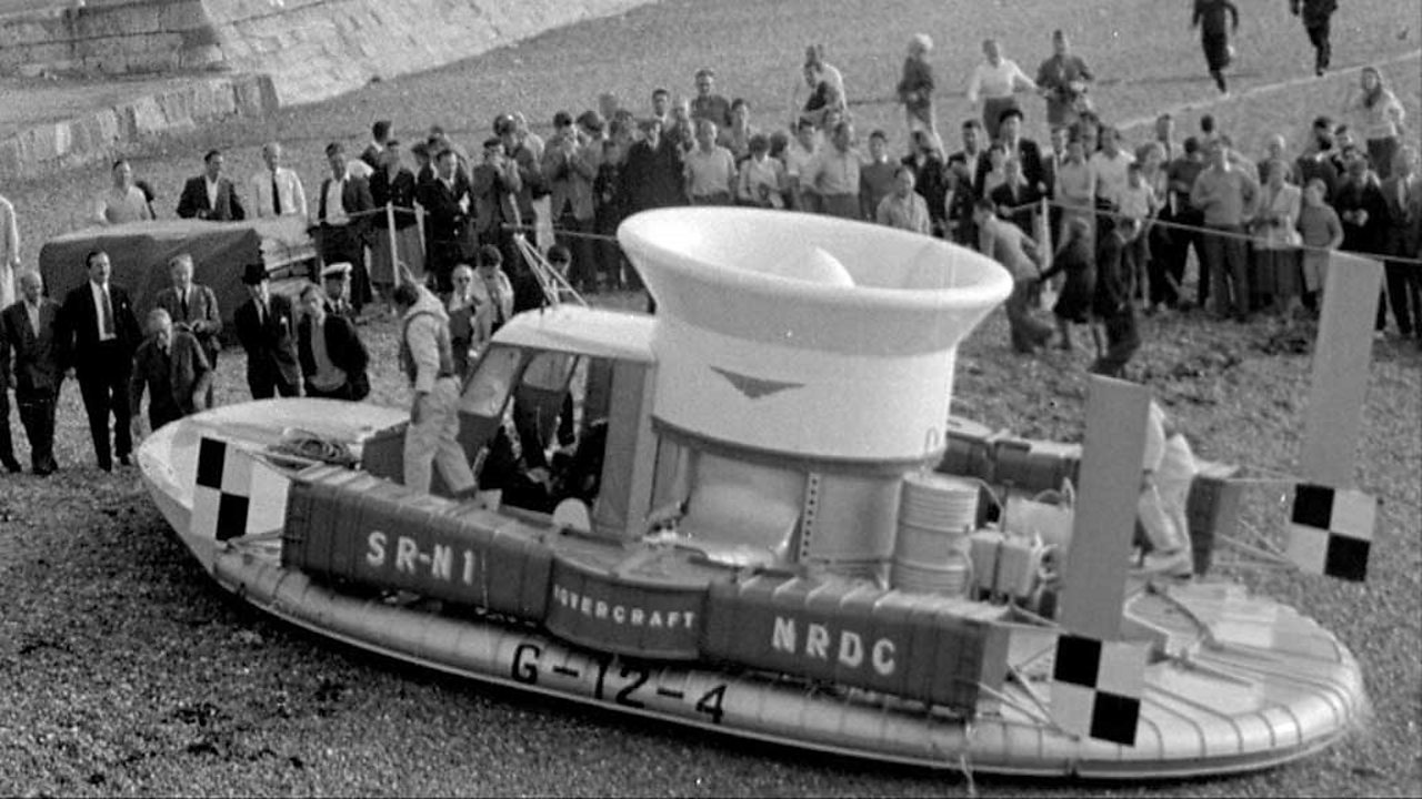 Hovercraft's first channel crossing, 1959