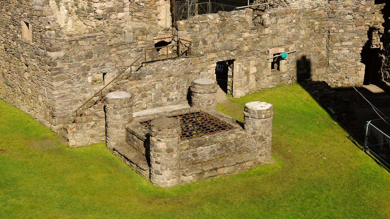 Dunstaffnage castle well