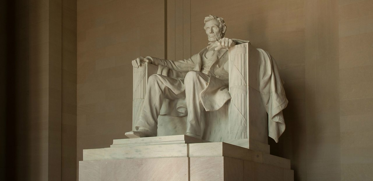 A photo of a statue of Abraham Lincoln in Washington D.C., the American capital.