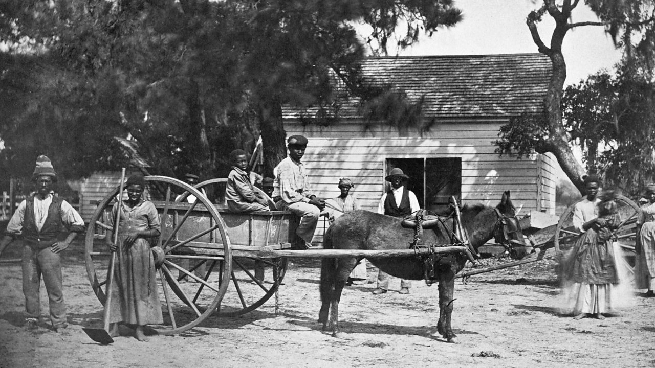 Photo of slaves at a plantation in South Carolina in the South-east of America in 1862.