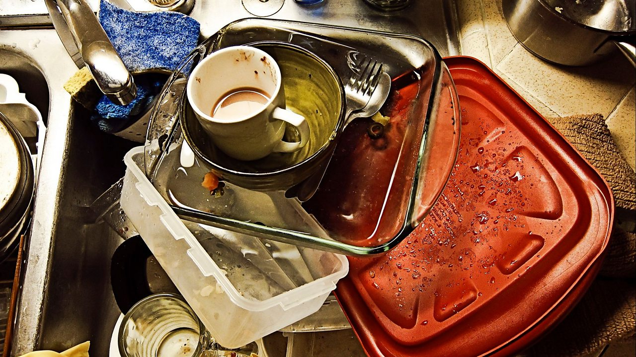 A sink full of empty dirty dishes.