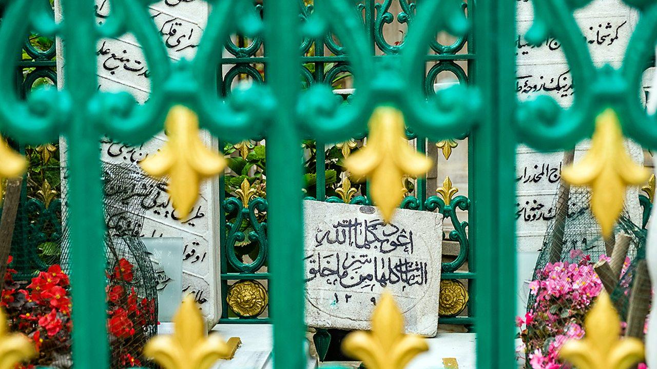 Islam – Muslim graves in Istanbul, Turkey