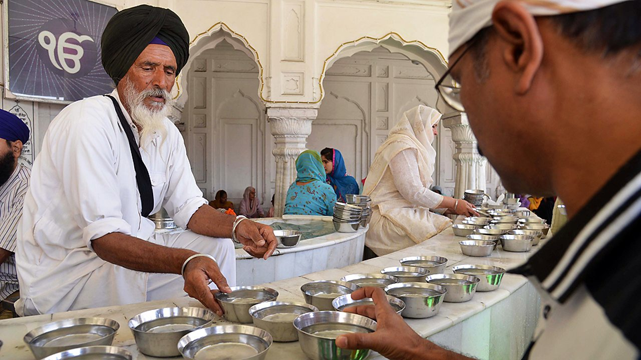 Sikhism – Volunteers distribute water at the Golden Temple, Amritsar