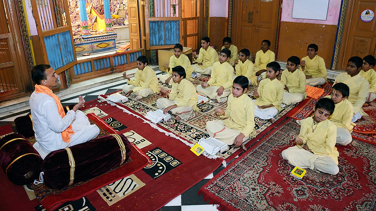 Hinduism – Children in India learning yoga and meditation
