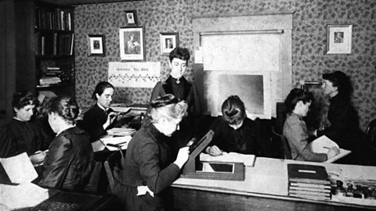 Williamina Fleming agus na boireannaich eile a chuidich a' mapadh nan rionnagan.