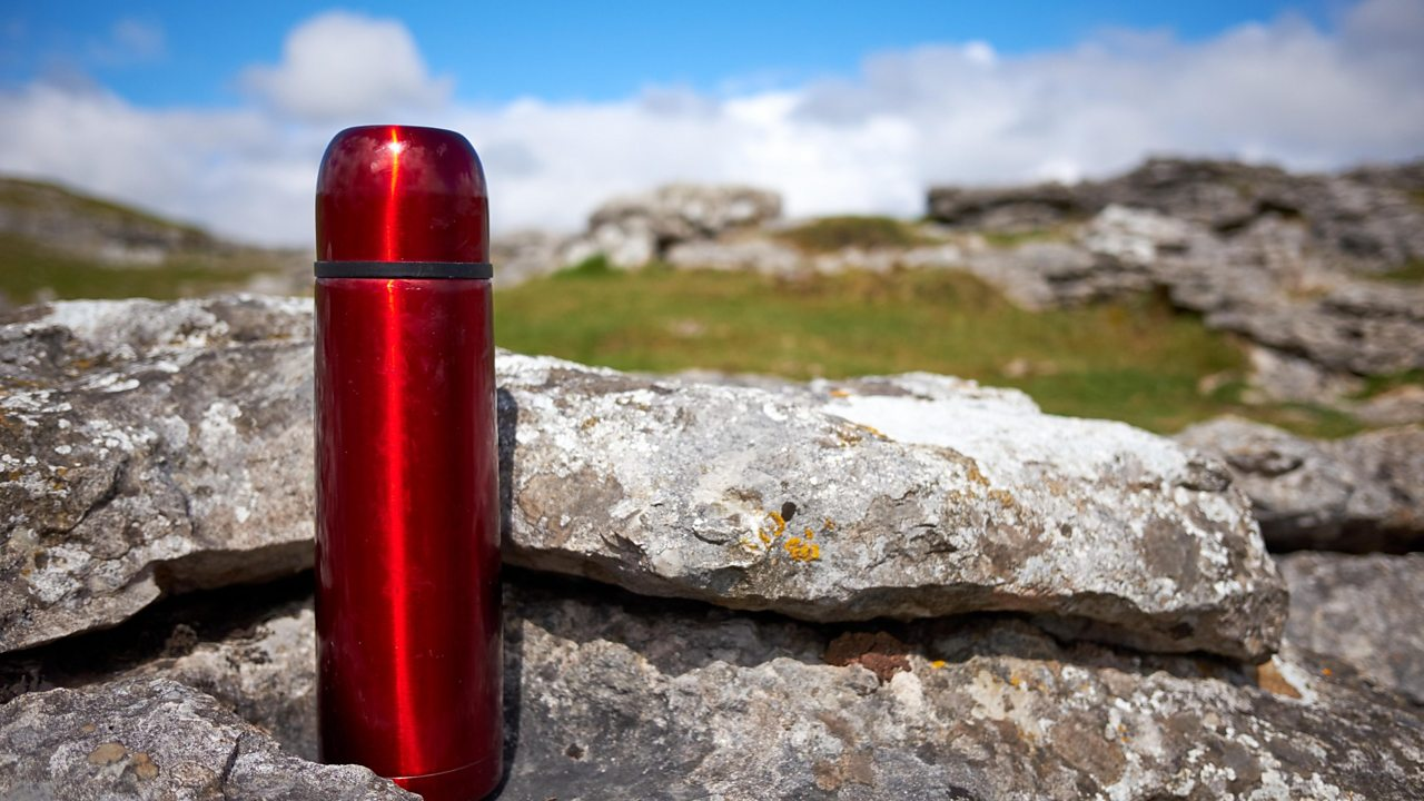A photo of a vacuum flask