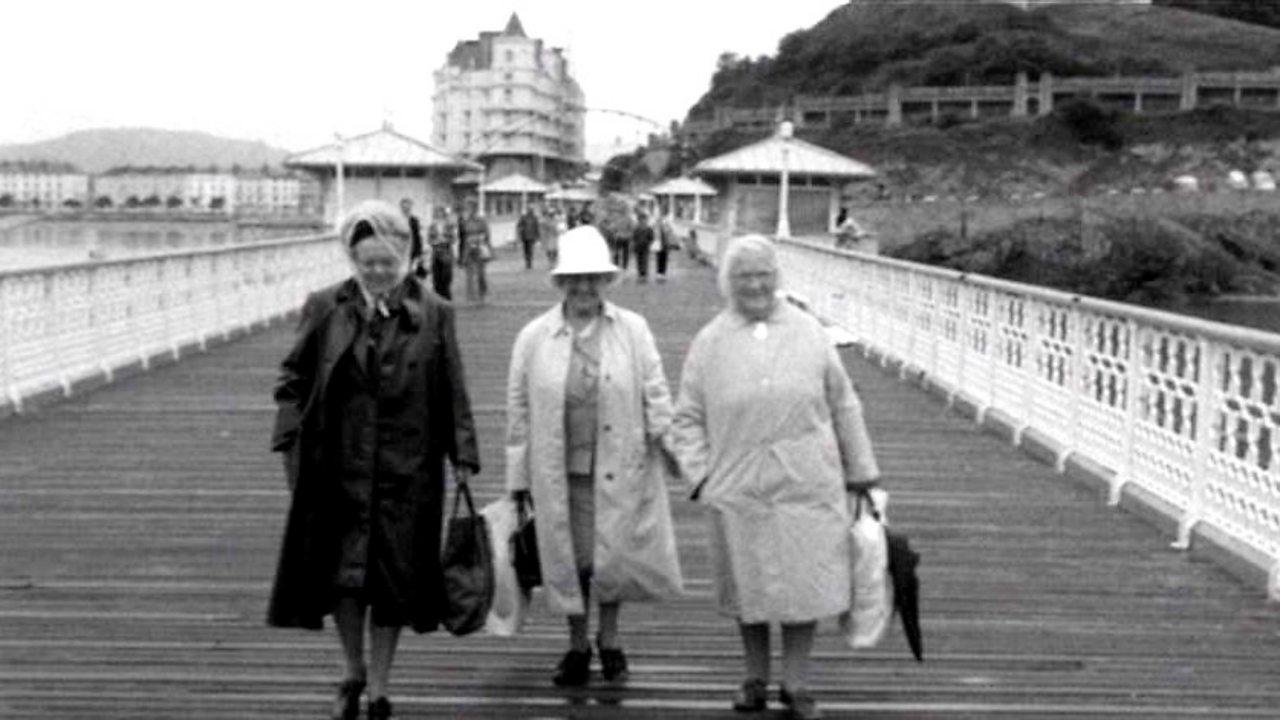 Ferry ladies, 1974