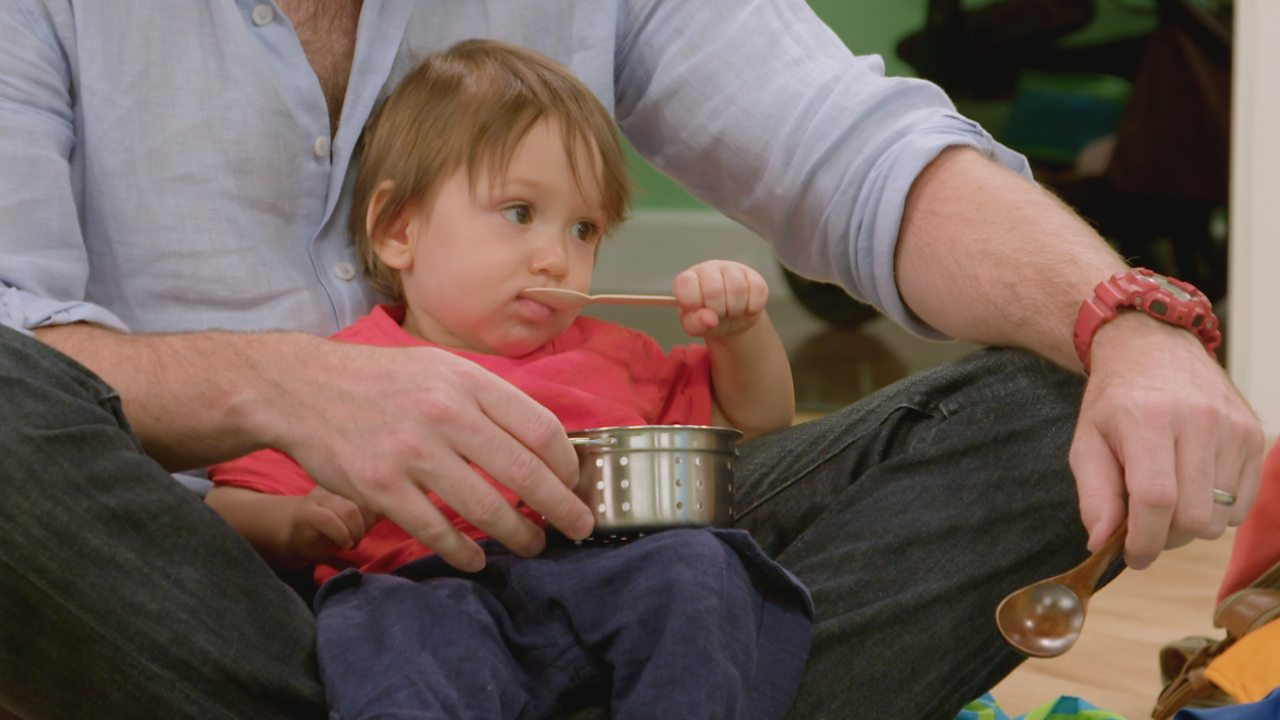The Baby Club: Play with spoons and have a pretend feast with your baby