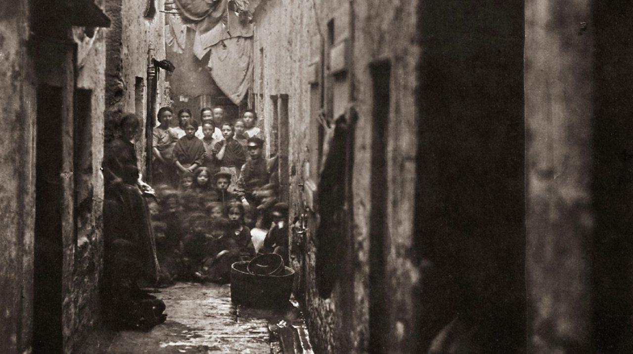 A view of a narrow Glasgow slum.