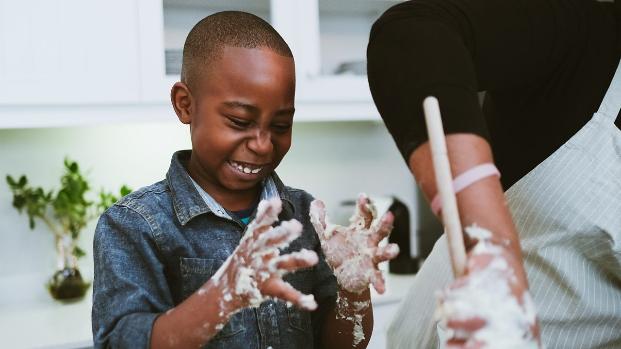 Five multisensory activities you can do with your child at home