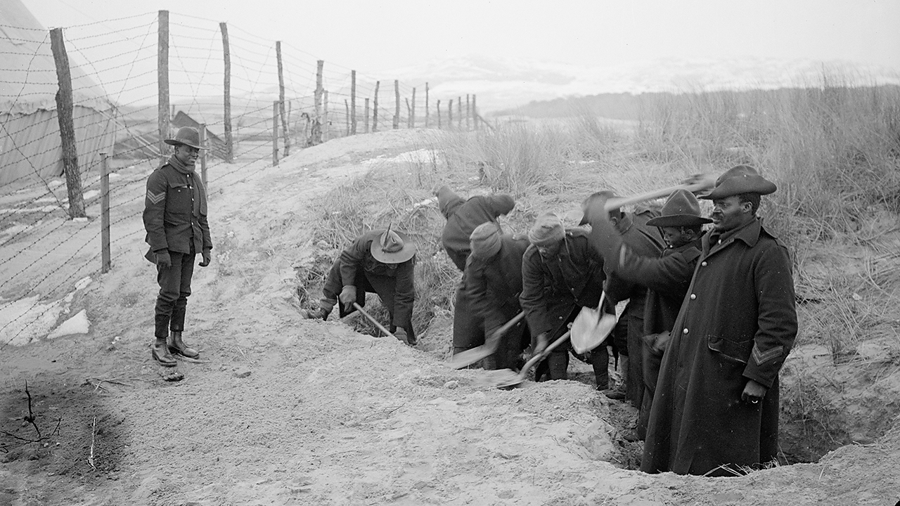 SANLC troops digging around a camp perimeter.