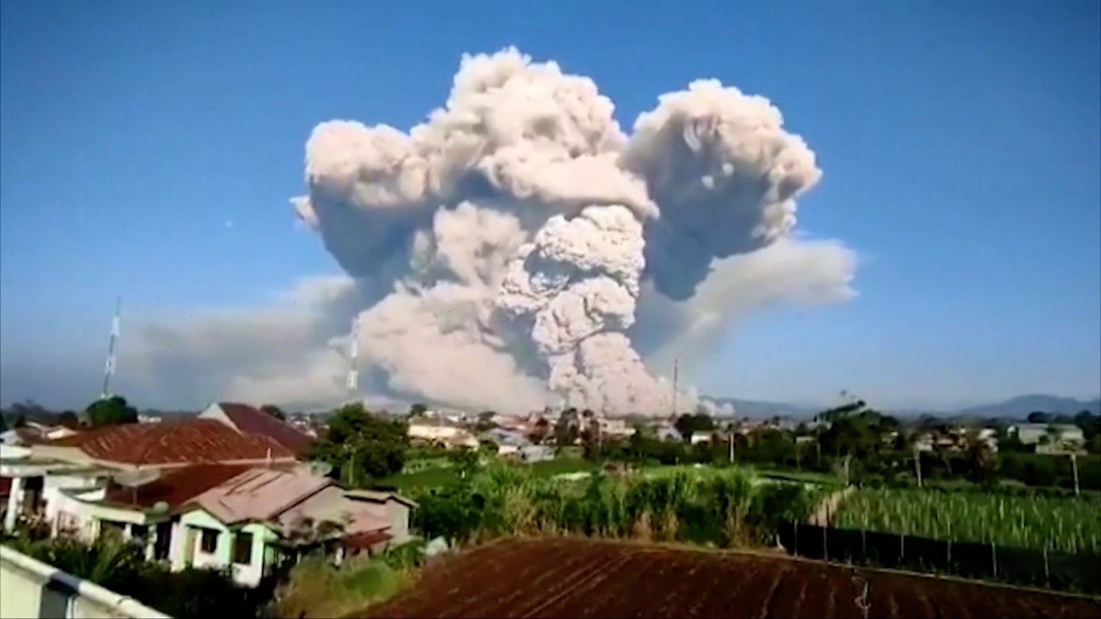 Time-lapse shows Indonesian volcano's huge ash cloud