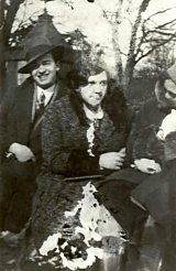 Szlengel with unnamed woman in Warsaw 1930