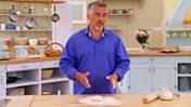 How to shape pizza dough