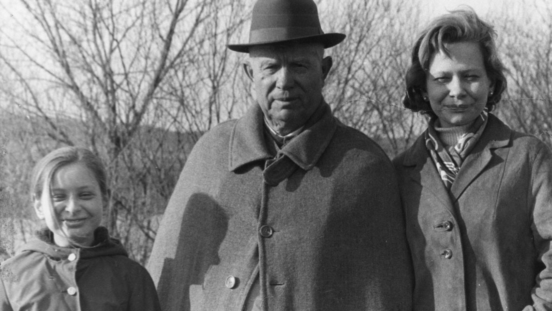 Nina, Ibu Rumah Tangga di Belakang Kebesaran Krushchev, Tokoh Revolusioner Uni Soviet