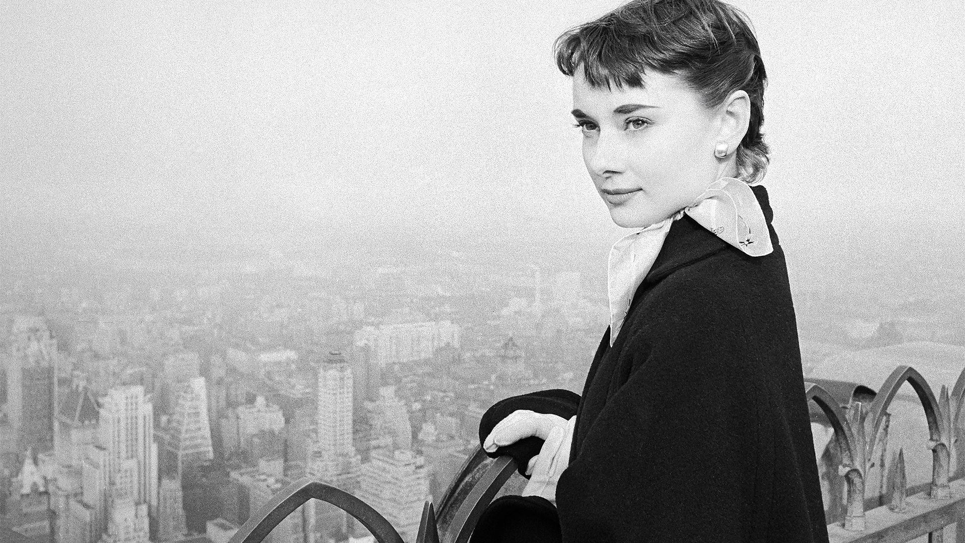 BBC Arts - Shooting stars: Lost photographs of Audrey Hepburn, Gary Cooper & Vivien Leigh by 'Speedy George'