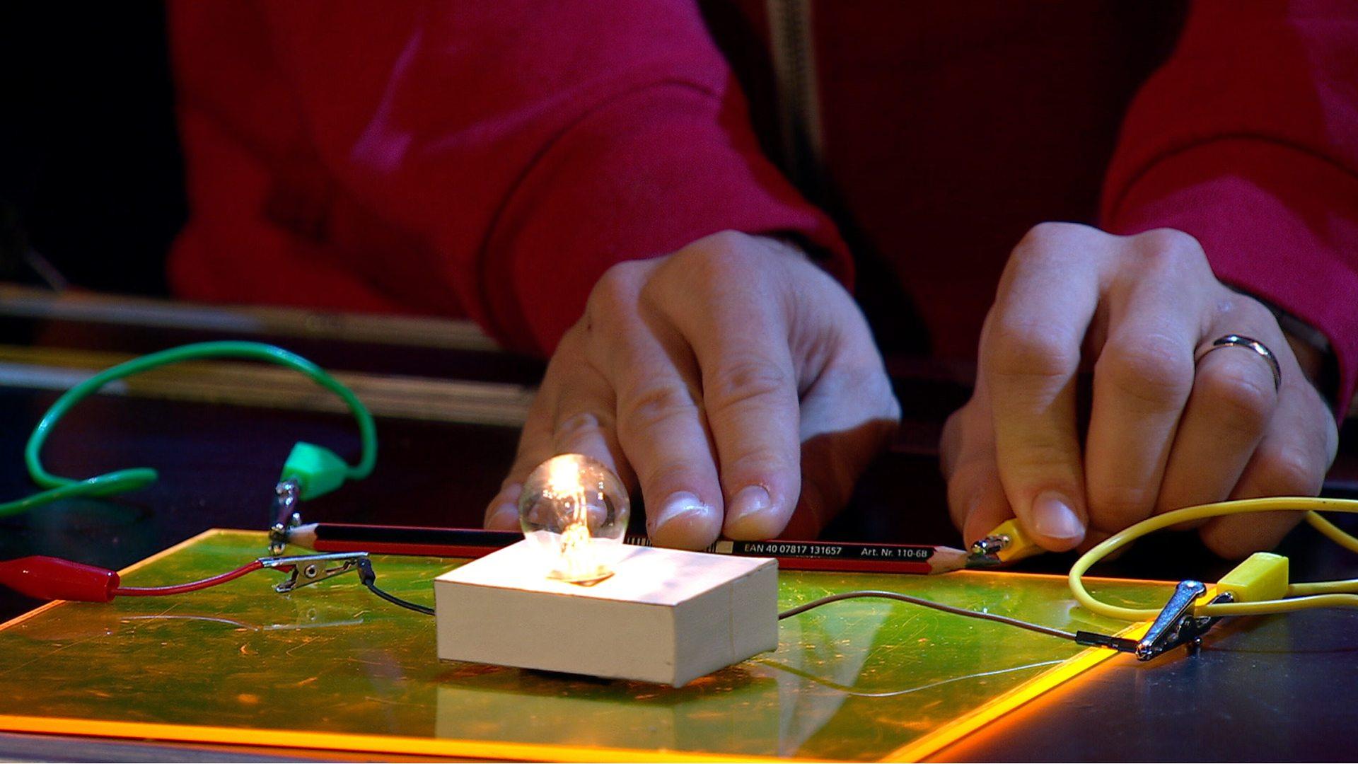 Bbc Live Lessons Get Scientific Lesson Fun Activity Teaching Electricity