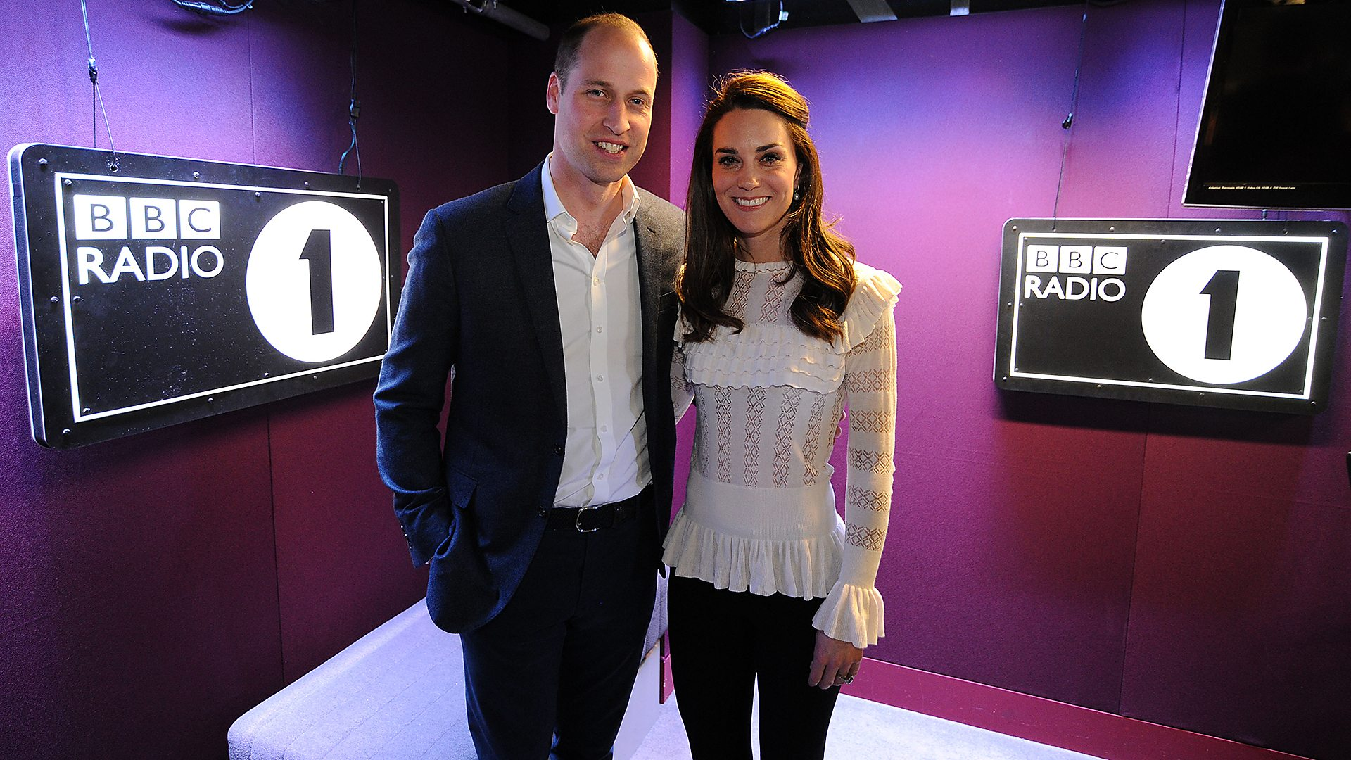Bbc radio 1 scott mills the duke duchess of cambridge prince william reveals that he texts radio 1 using a fake name