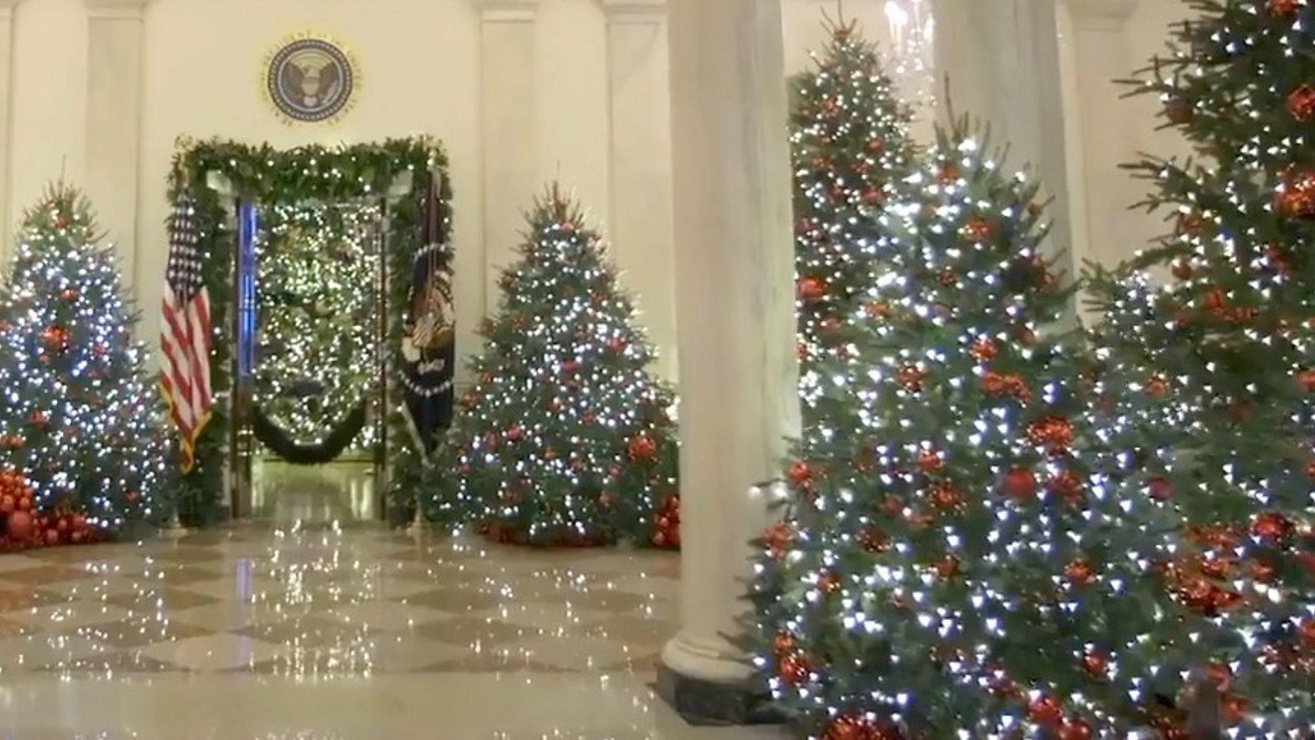 2021 Whitehouse Christmas Melania Trump Unveils White House Christmas Decorations Bbc News