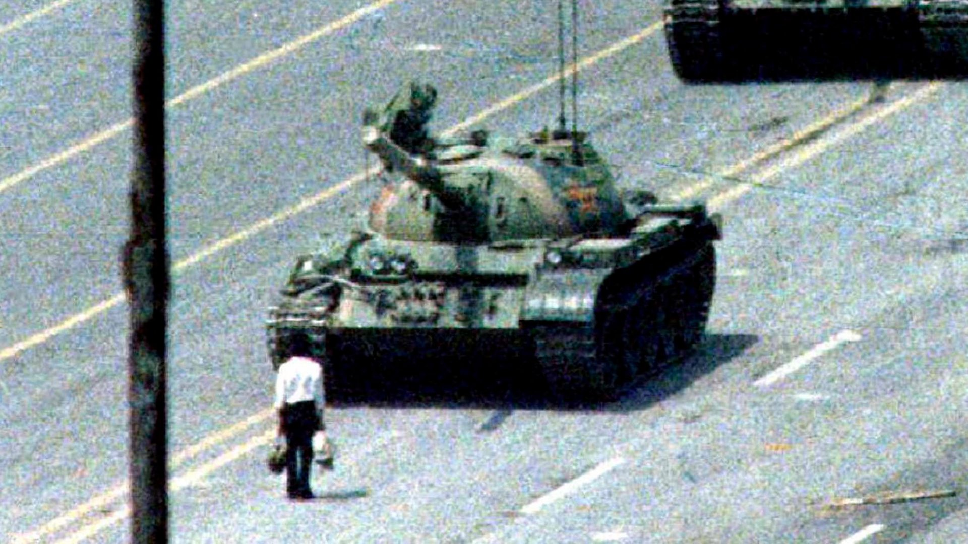 Tiananmen's tank man: The image that China forgot - BBC News