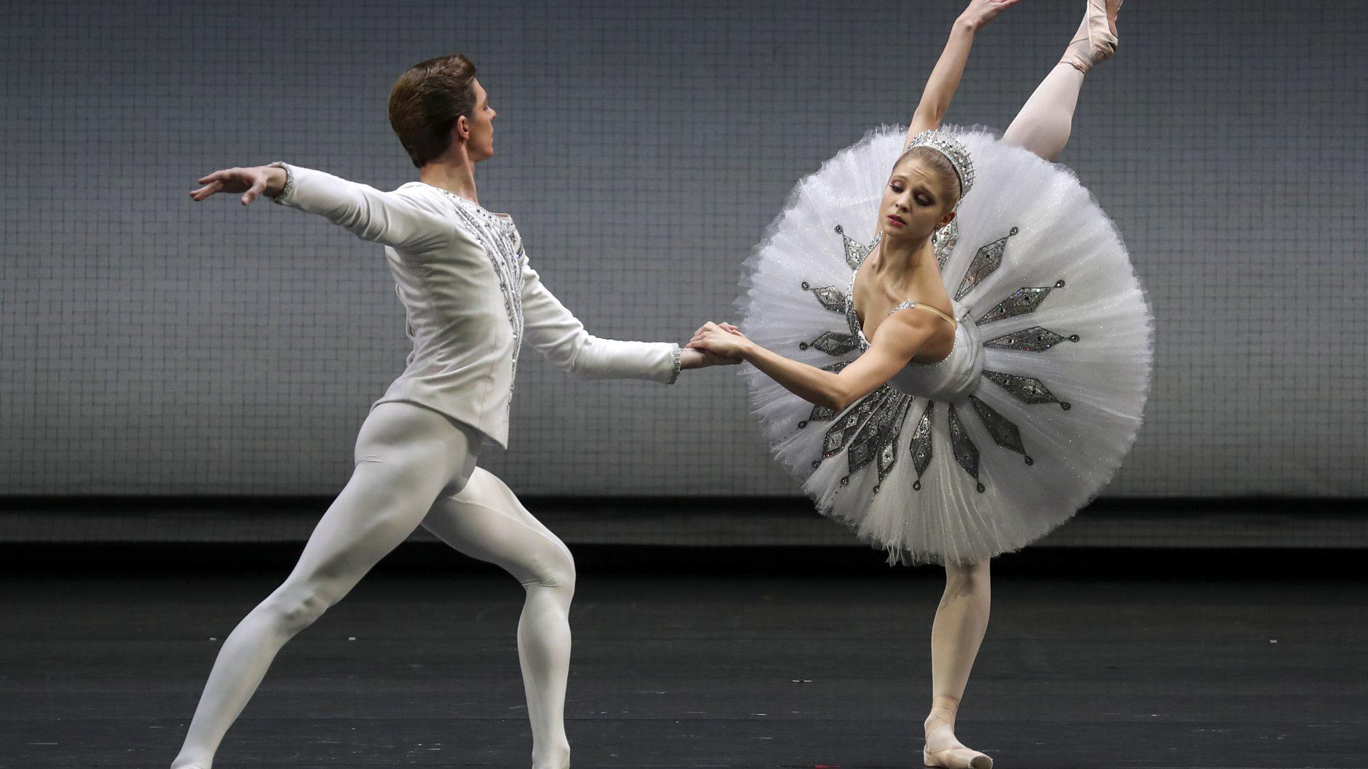 Coronavirus How Russia S Ballet Wasn T Shut Down Despite Lockdown Bbc News