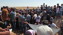 溺死したシリア幼児、故郷で埋葬―危険冒す家族は今も
