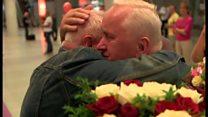 双子が70年ぶりに涙の再会 兄は弟の存在知らず