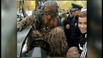 「チューバッカ」、「ダース・ベーダー」を応援して逮捕 ウクライナ