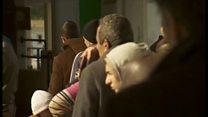 パリ襲撃犯はシリア難民を装ったのか 簡素な手続きに移民も不安