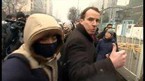BBC記者、中国警察に強制排除され 人権派弁護士裁判で