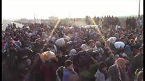 トルコ国境のシリア難民 容赦ない空爆逃れて