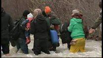 必死の移民たち 徒歩で川越え北を目指す