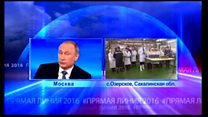 プーチン氏、国民とテレビで対話 手慣れた様子で